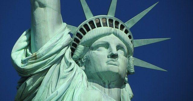 En novembre 2021 , réouverture des frontières américaines aux voyageurs vaccinés contre la Covid